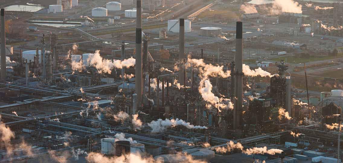 Chemical Valley in Sarnia, Ontario (Photo: Garth Lenz)