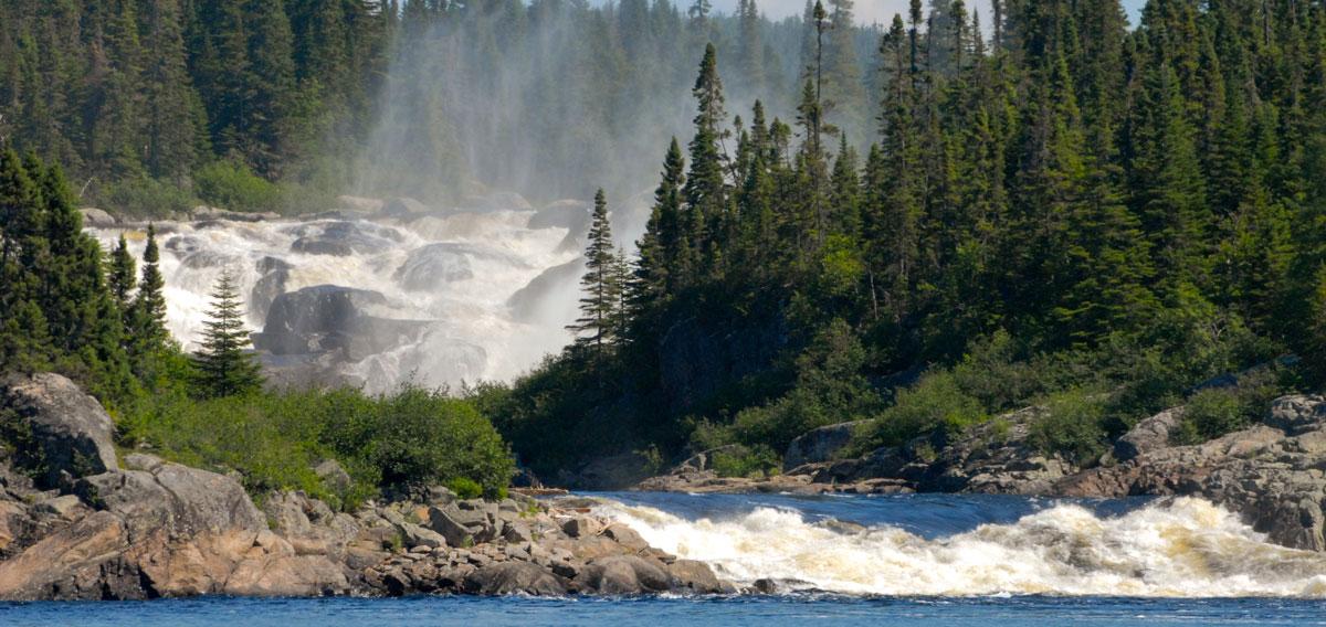 Muteshekau-shipu river (Magpie River) in Quebec